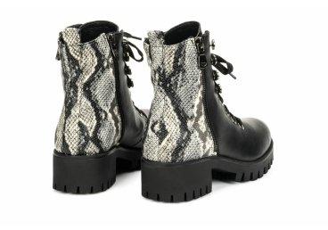 Ботинки демисезонные Estro черные ER00105812