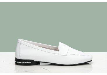 Лоферы белые Estro ER00107128