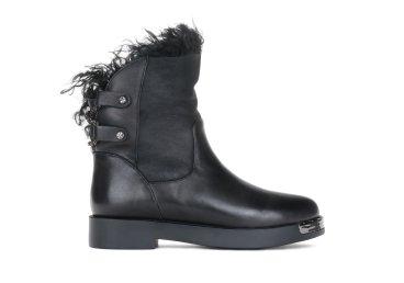 Высокие зимние ботинки