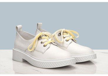 Дерби женские Estro белые ER00106437