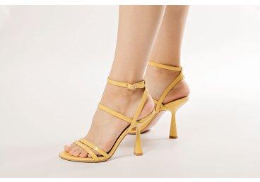 Босоніжки жіночі Estro жовті ER00107675