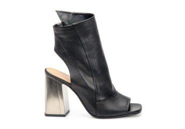 Босоножки на каблуке Estro чёрные ER00107100