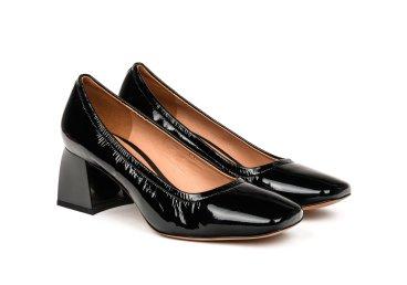Туфли на каблуке estro черные er00105200