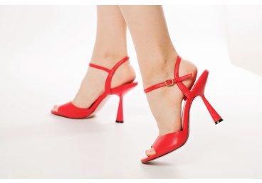 Босоніжки жіночі Estro червоні ER00107678