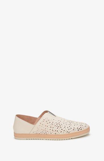 Туфли с перфорацией женские Estro молочные ER00107621